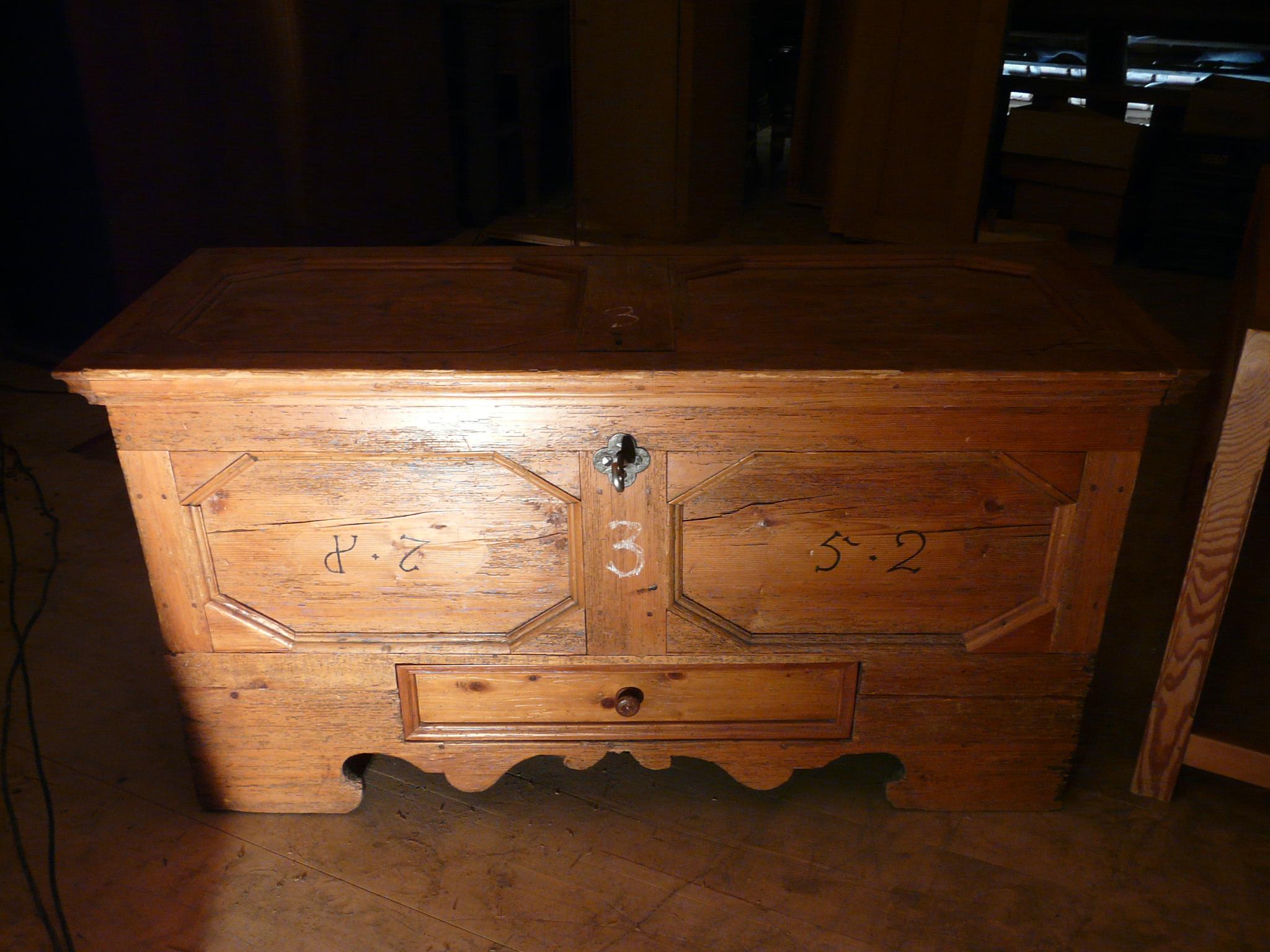 Antike Möbel datieren
