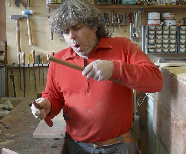 Antikschreiner Jean-Pierre in Action